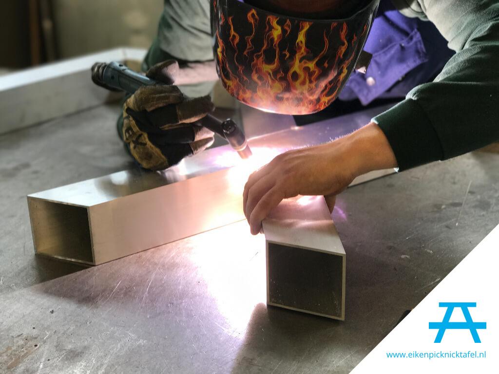 Aluminium frame lassen voor picknicktafel