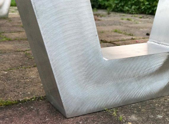 Lasnaden wegwerken picknicktafel aluminium frame